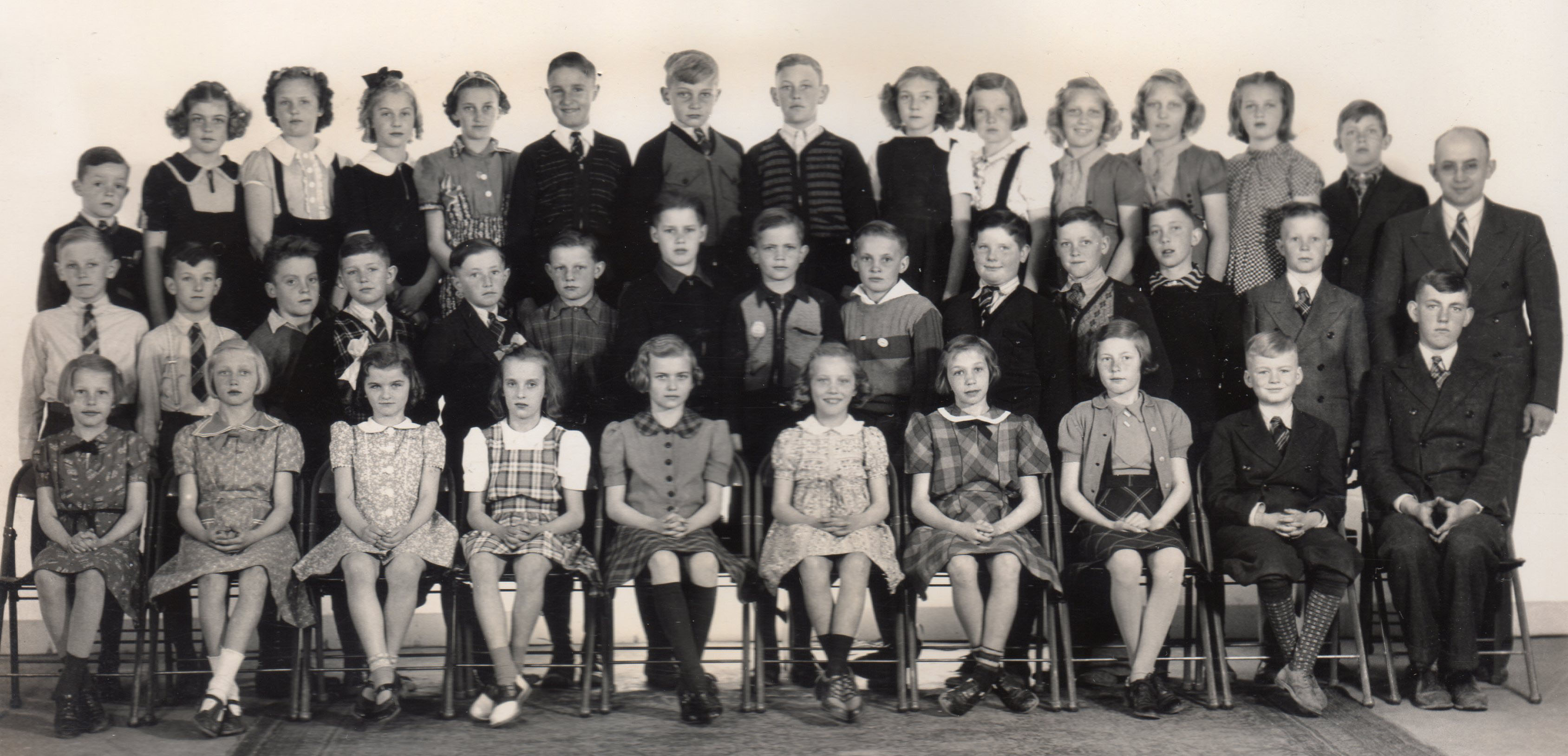 1941 Fifth and Sixth Grade Class